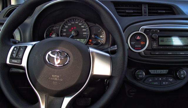 Toyota Yaris XP13 1.5 VVT-i Hybrid Interieur Cockpit