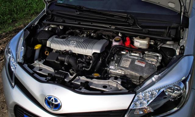 Im Test Fahrbericht Toyota Yaris Hybrid Kickaffe