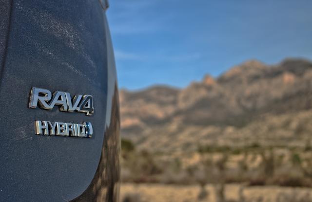 Toyota RAV4 Hybrid 2.5 VVT-i Heck-Logo
