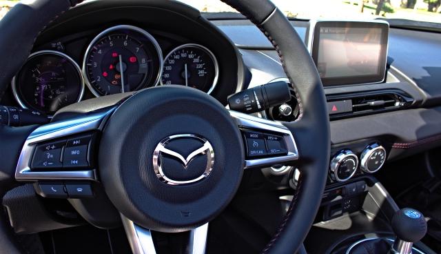 Das Cockpit des Mazda MX-5 ND.