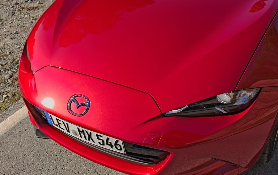 Mazda MX-5 ND, Draufsicht auf die Bughaube
