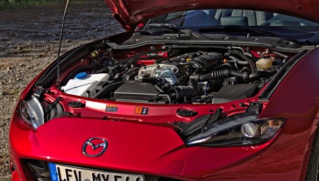 Der Motorraum des Mazda MX-5 ND.
