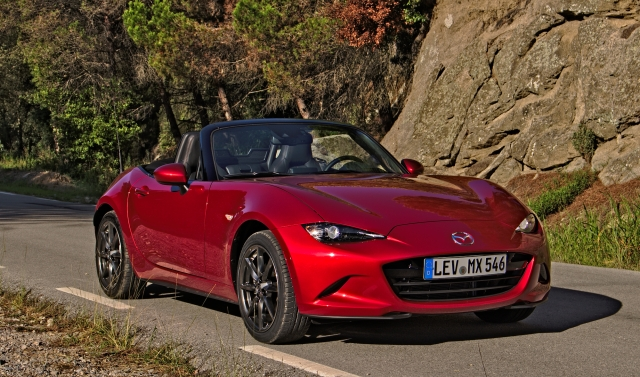 Mazda MX-5 in Katalonien, im Hinterland von Barcelona