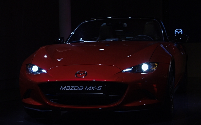 2015 Mazda MX-5 im Mazda Space in Barcelona, Spanien