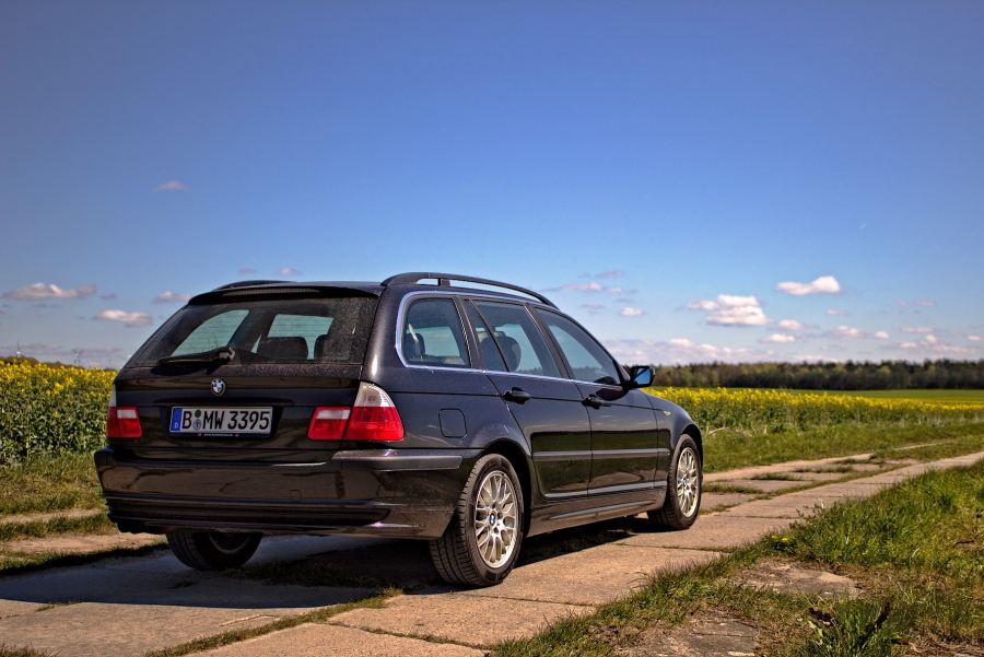 BMW 325i Touring (E46) in Saphirschwarz metallic irgendwo in Brandenburg