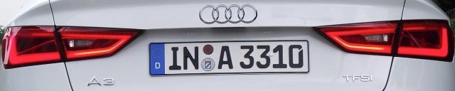 Die LED-Rückleuchten der 2014er Audi A3 Limousine (8VS) in Gletscherweiß Metallic.